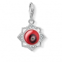 The flower of purity: the Charm pendant in the form of a lotus flower becomes a very special eye-catcher thanks to the artistic red glass element in the centre of the design.